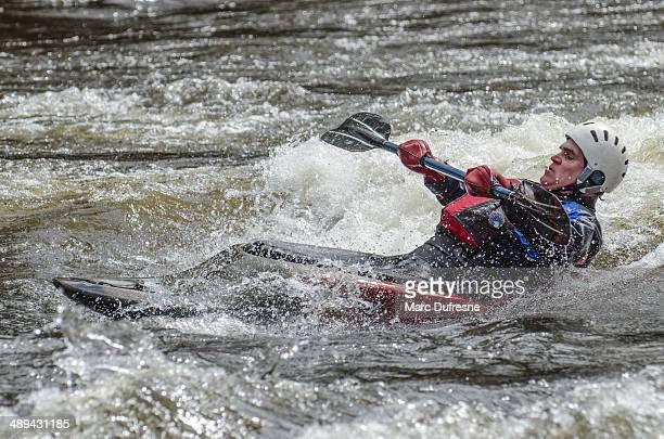 apoyarse sobre su espalda - río swift fotografías e imágenes de stock