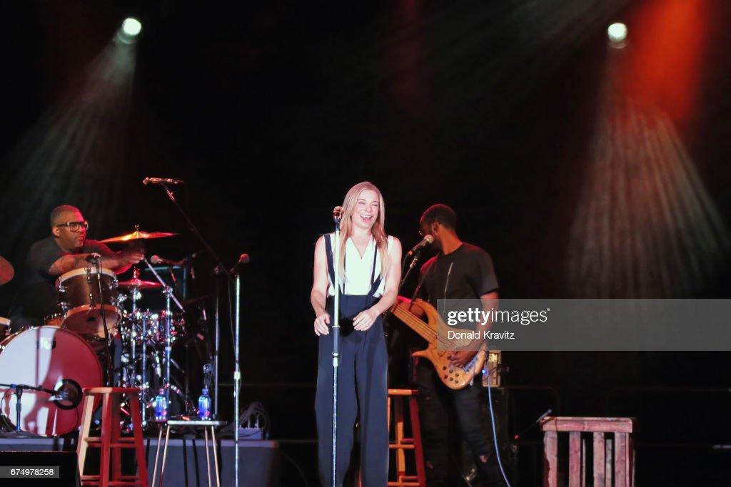 LeAnn Rimes In Concert - Atlantic City, New Jersey : News Photo