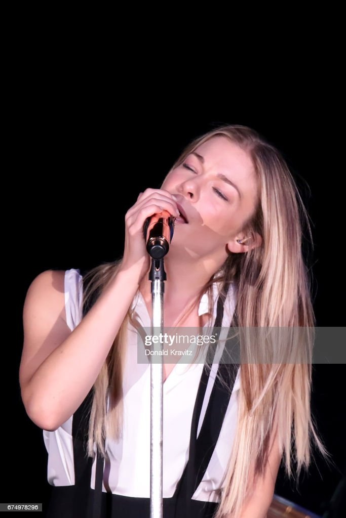 LeAnn Rimes In Concert - Atlantic City, New Jersey : News Photo