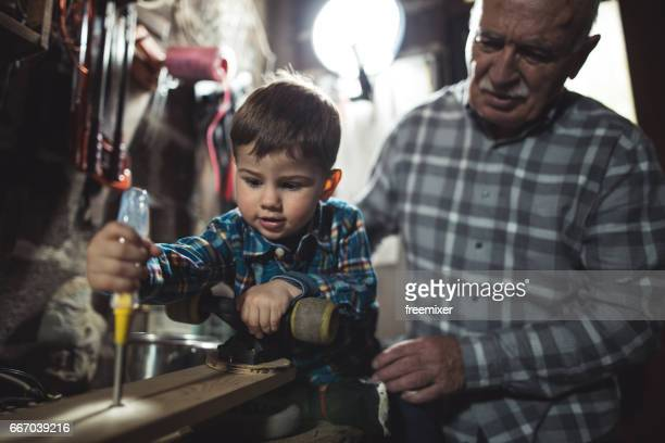 おじいちゃんと大工仕事を学習