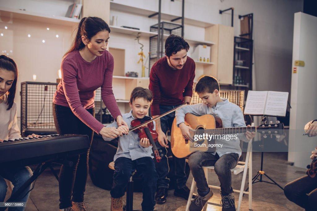 Lernen-Tag in der Musikschule : Stock-Foto