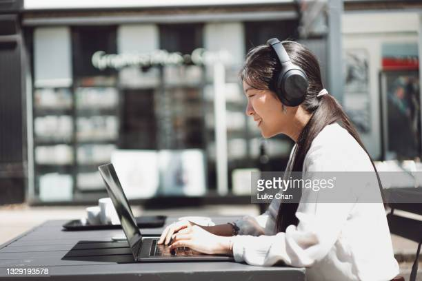 learning everywhere - headphones stock pictures, royalty-free photos & images