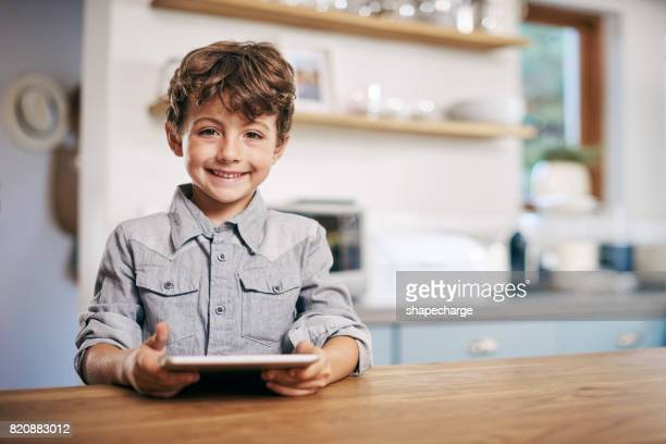 aprender é divertido com um tablet - só um menino - fotografias e filmes do acervo