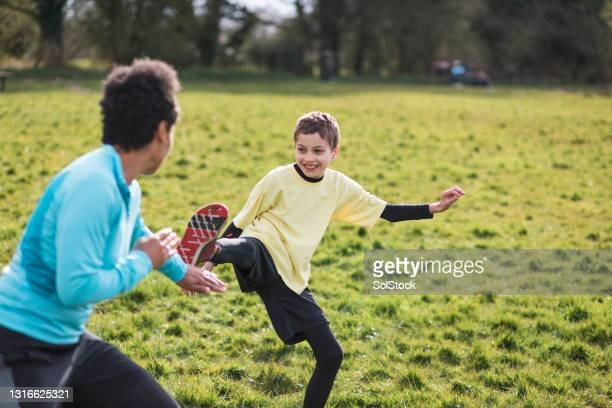 learning taekwondo from mum - combat sport stock pictures, royalty-free photos & images
