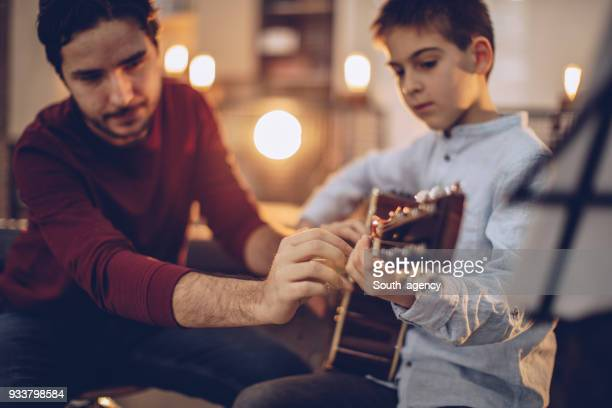Akustische Gitarre spielen lernen
