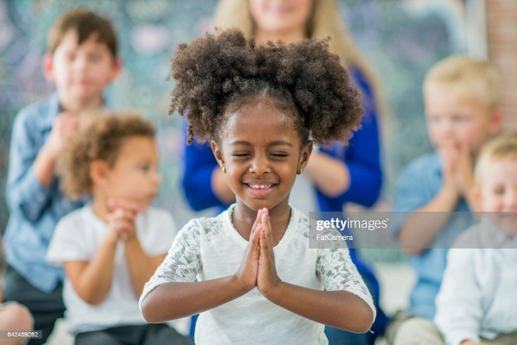 Lära sig att be : Bildbanksbilder