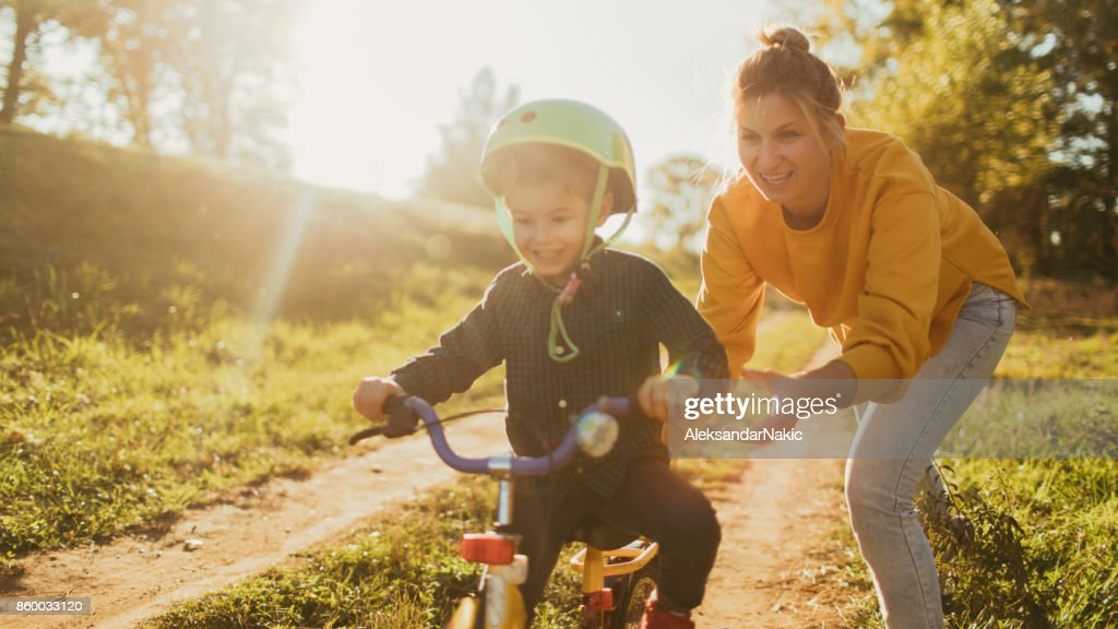 Lernen, mit dem Fahrrad : Stock-Foto