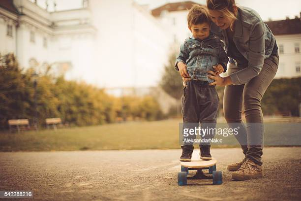 learning to skate - happy mothers day mom stock-fotos und bilder