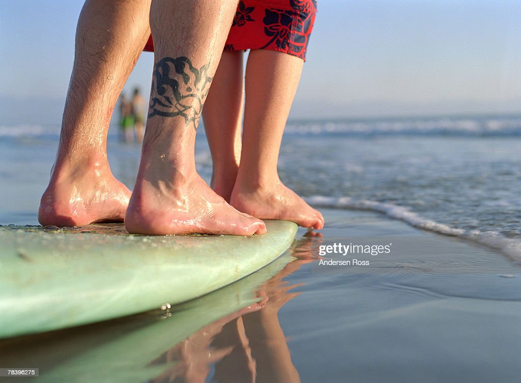 Learning to surf : Foto de stock