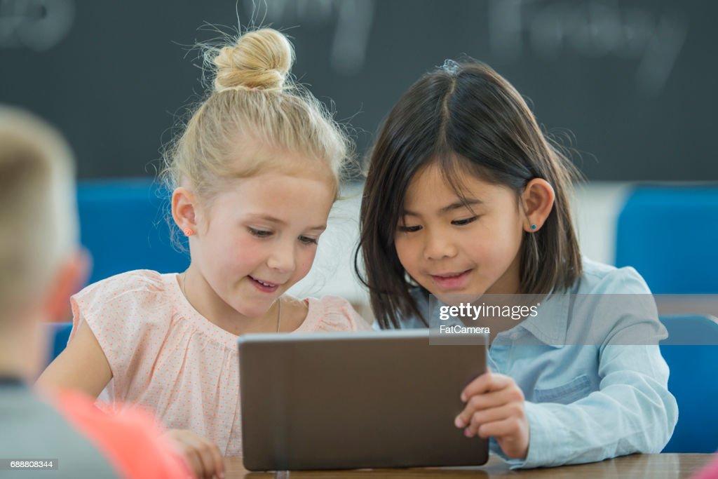 Samen leren op een digitale Tablet : Stockfoto