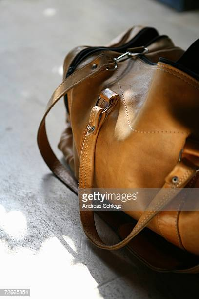 leather gym bag - gym bag stock pictures, royalty-free photos & images