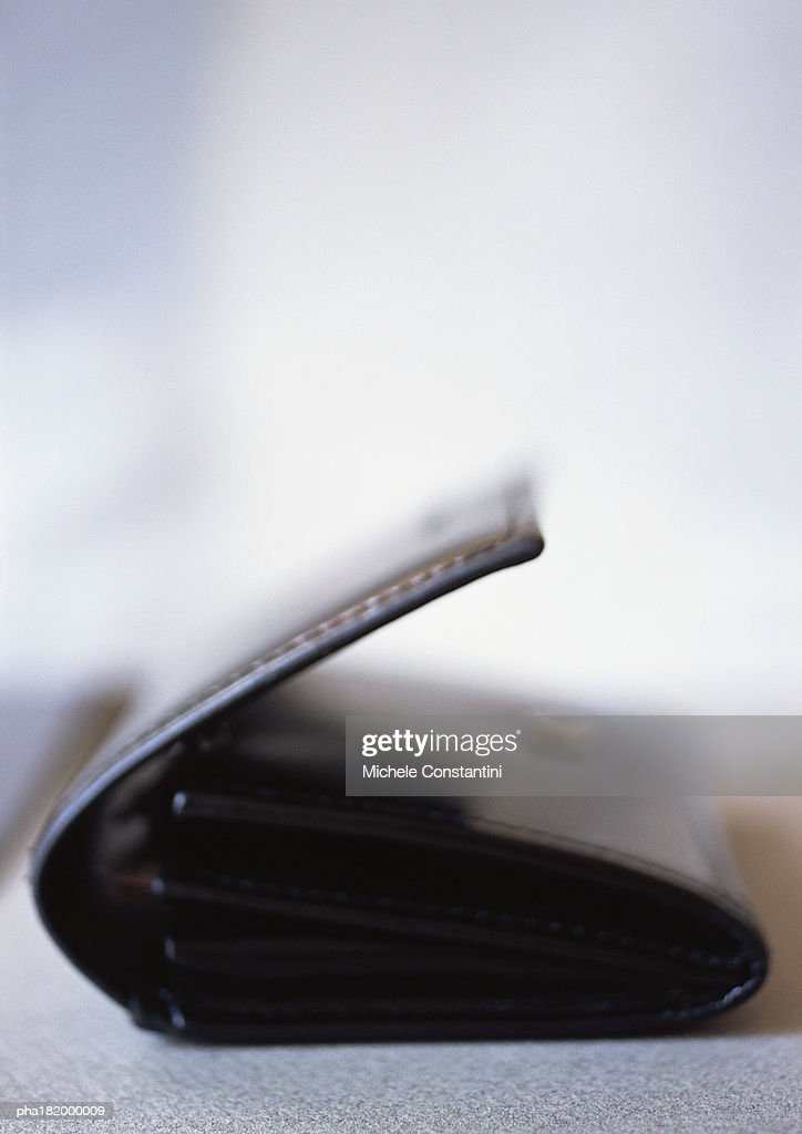 Leather wallet, close-up, blurred : Stockfoto