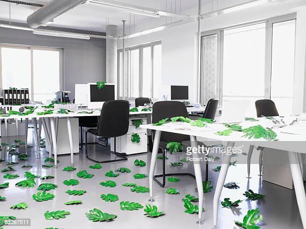 Blätter so in einem modernen Büro