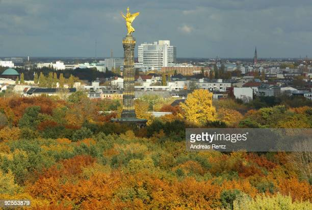 Leaves turning from green to gold are seen at Tiergarten parc near the Victory Column or Siegessaeule on October 30 2009 in Berlin Germany Fall...