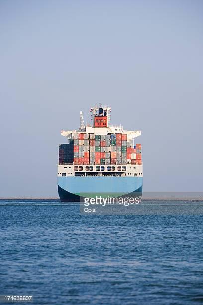 abschied frachtschiff - heck stock-fotos und bilder