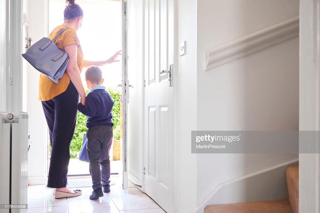 Partir pour son premier jour d'école : Photo