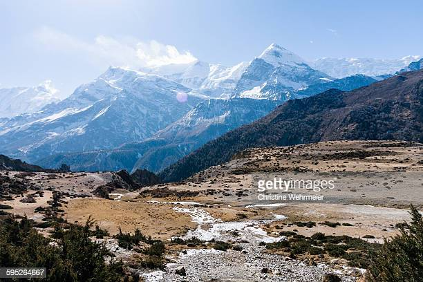 leaving manang, annapurna circuit - christine wehrmeier stock pictures, royalty-free photos & images