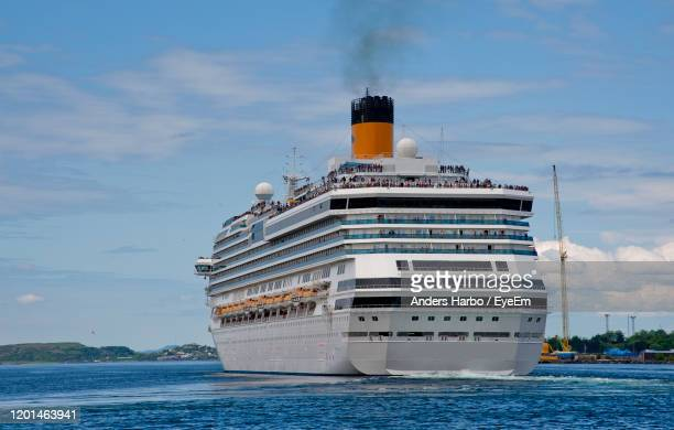leaving port - cruise ship stock pictures, royalty-free photos & images
