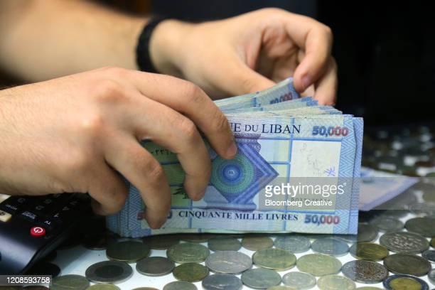 lebanese 50,000 banknotes - líbano fotografías e imágenes de stock