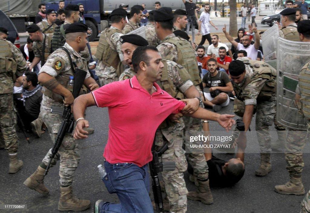 TOPSHOT-LEBANON-POLITICS-DEMO : News Photo