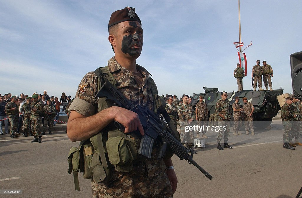 Lebanese army troops show their skills d : News Photo