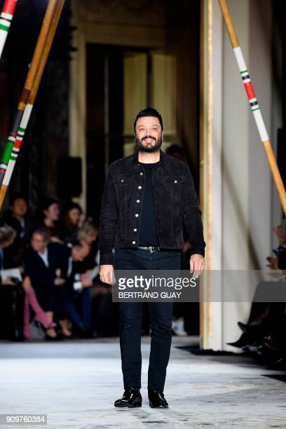 Lebanese fashion designer Zuhair Murad acknowledges the audience at the end of his fashion show during the 2018 spring/summer Haute Couture...