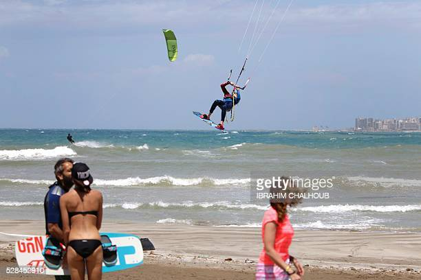 A Lebanese man practises kite surfing in the northern port city of Tripoli on May 5 2016 / AFP / IBRAHIM CHALHOUB