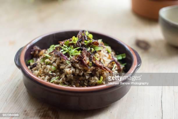 lebanese mujadara - arroz integral - fotografias e filmes do acervo