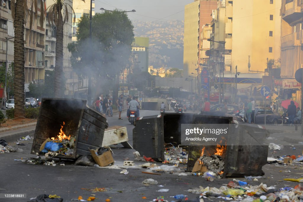 Lebanese continue to protest country's financial situation : Photo d'actualité