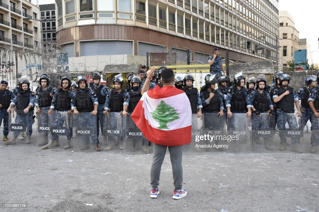 Lebanese continue to protest country's financial situation : ニュース写真