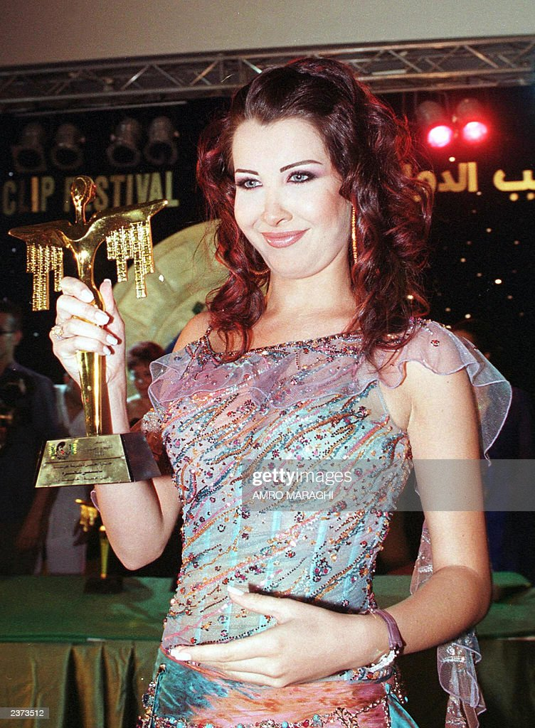 Lebanese pop singer Nancy Ajram displays her trophy : News Photo