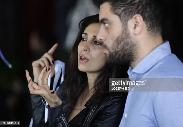 Lebanese singer songwriter and actress Yasmine Hamdan rehearsals for a concert in Beirut on December 7 2017 / AFP PHOTO / JOSEPH EID