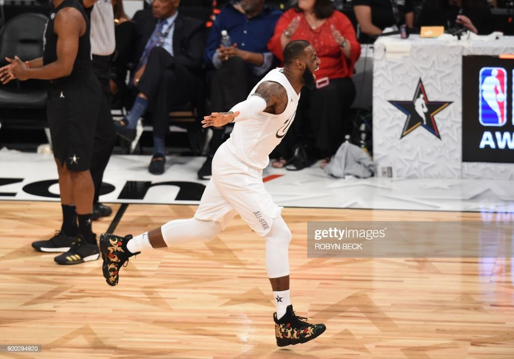 TOPSHOT - LeBron James celebrate as Team LeBron defeated Team Stephen 148-145 at the 2018 NBA All-Star Game, February 18, 2018 at Staples Center in Los Angeles, California. / AFP PHOTO / Robyn Beck