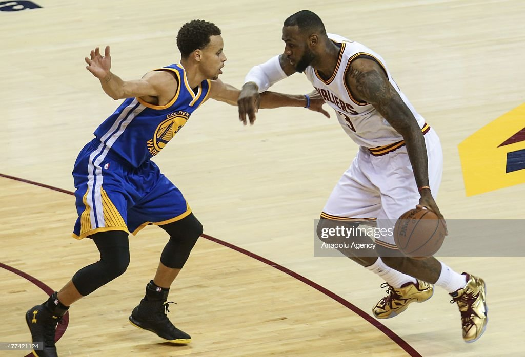 Golden State Warriors vs Cleveland Cavaliers : News Photo
