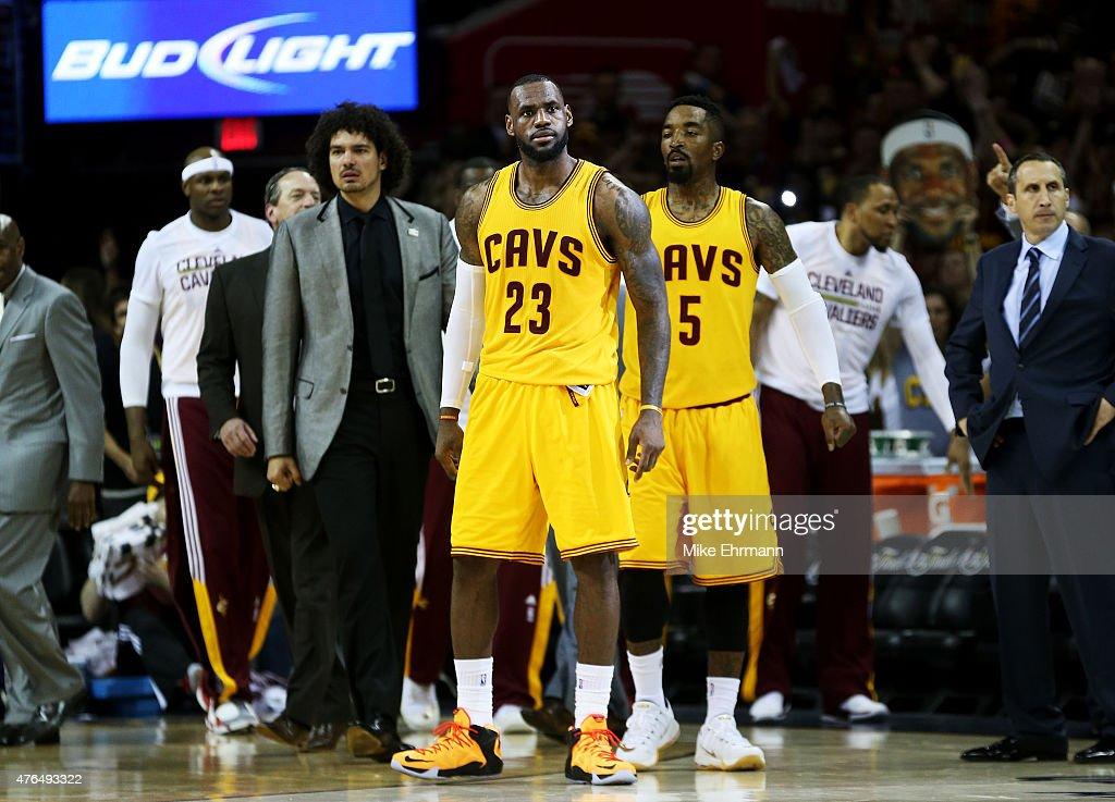 2015 NBA Finals - Game Three : News Photo