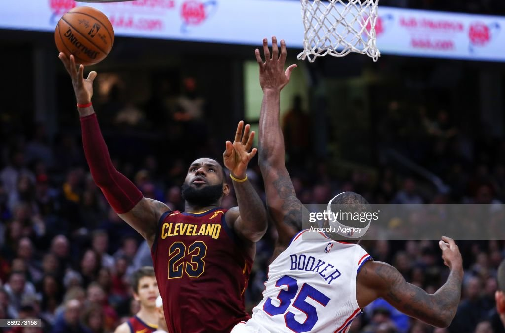 LeBron James (23) of the Cleveland Cavaliers in action during the NBA game between Cleveland Cavaliers and Philadelphia 76ers at Quicken Loans Arena on December 9, 2017 in Cleveland, United States.