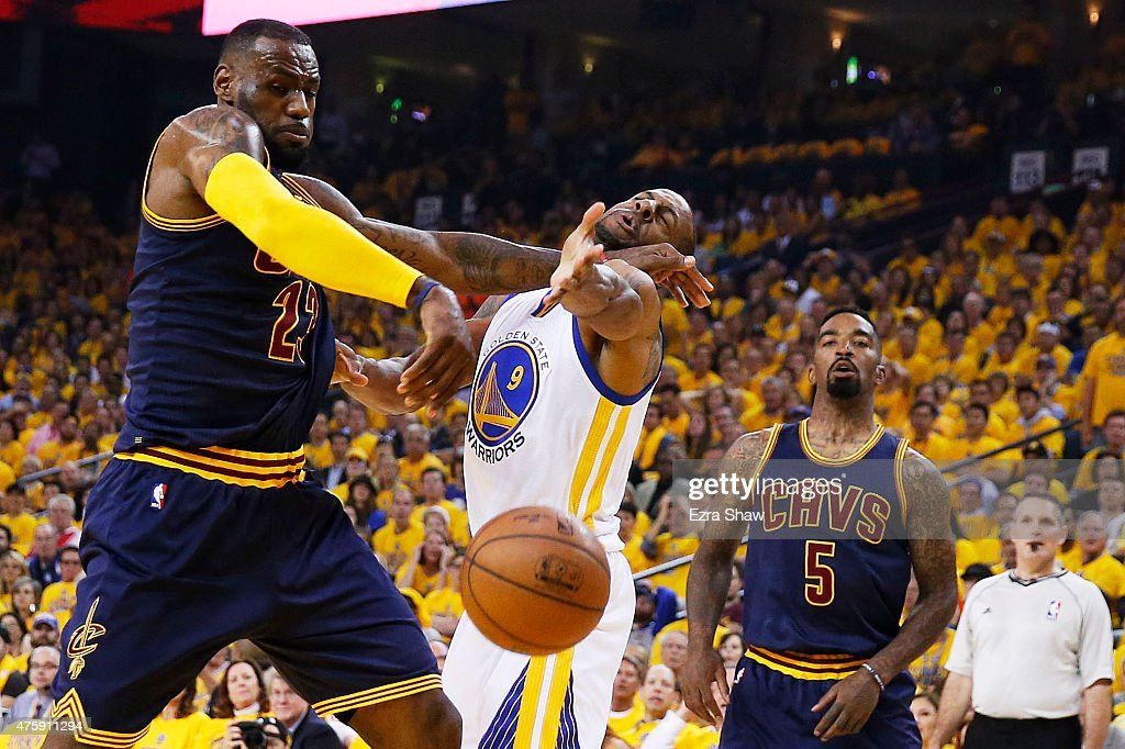 2015 NBA Finals - Game One : News Photo