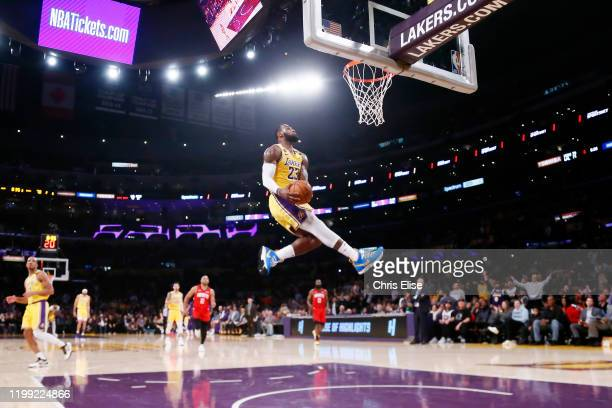 5 827 Lebron James Dunk Photos And Premium High Res Pictures Getty Images
