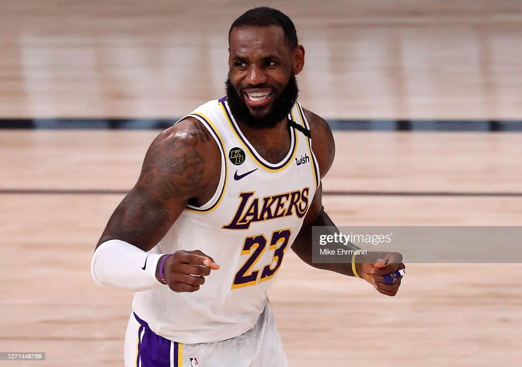 Los Angeles Lakers v Houston Rockets - Game Three : News Photo