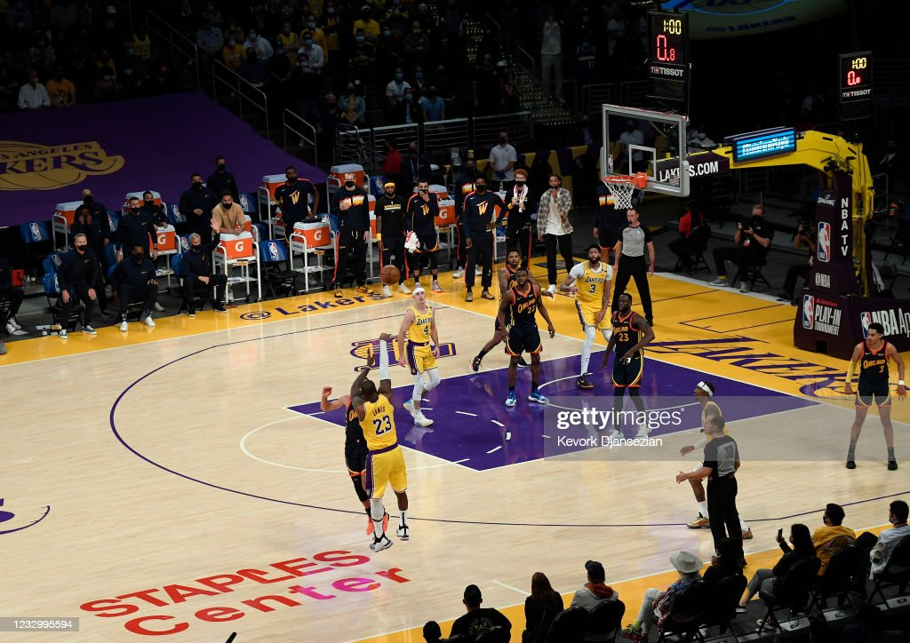 Golden State Warriors v Los Angeles Lakers - Play-In Tournament : Nachrichtenfoto