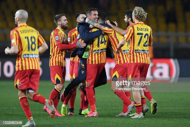 Lecce players celebrate the 1-0 goal scored by Alessandro Deiola during the Serie A match between US Lecce and Torino FC at Stadio Via del Mare on...
