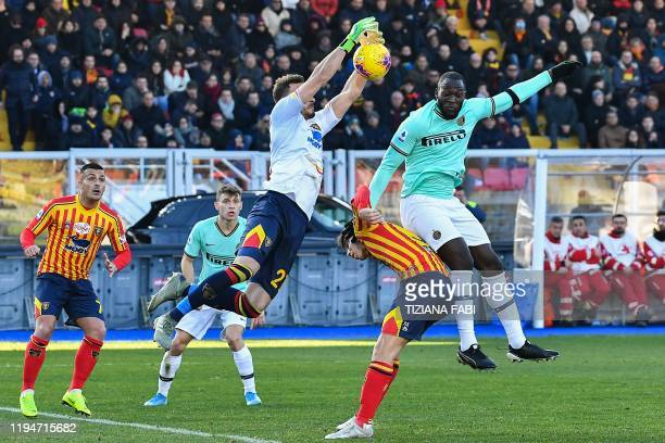 Lecce's Brazilian goalkeeper Gabriel saves a ball under pressure from Inter Milan's Belgian forward Romelu Lukaku during the Italian Serie A football...