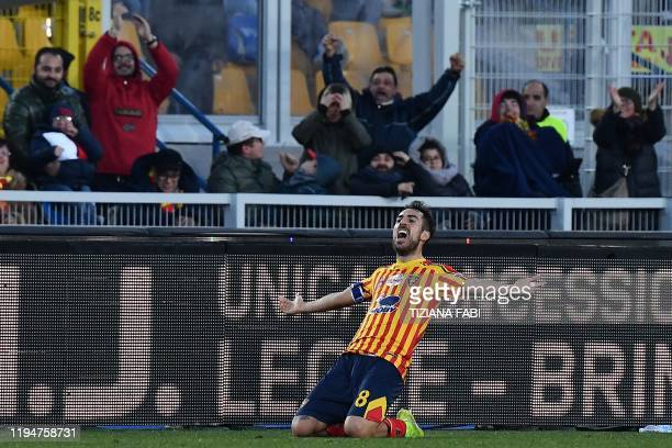 Lecce's Italian midfielder Marco Mancosu celebrates after scoring an equalizer during the Italian Serie A football match Lecce vs Inter Milan on...