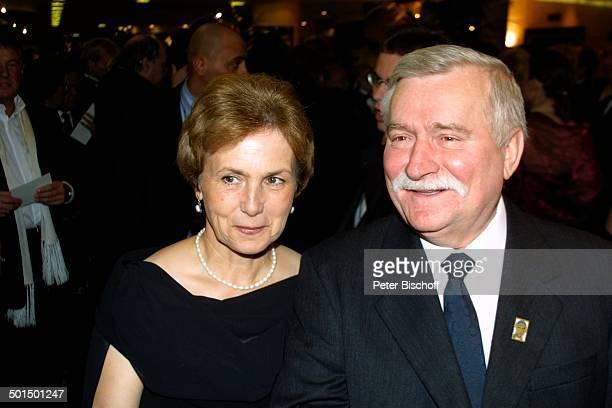 """Lech Walesa , Ehefrau Danuta, """"Unesco""""-Gala, """"Swissotel"""", Neuss, Nordrhein-Westfalen, Deutschland, Europa, Benefiz, Benefizgala, Politiker, Promi,..."""