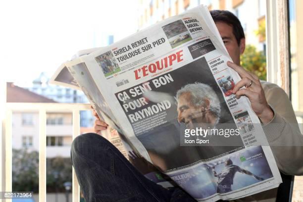 Lecteur du journal L'Equipe Paris