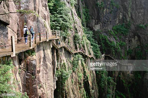 ledge path on huangshan - lotus flower peak stock pictures, royalty-free photos & images