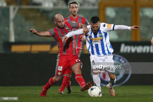 Ledian Memushaj and Francesco Migliore US Cremonese fight for the ball during the Italian Serie B 2018/2019 match between Pescara Calcio 1936 FC and...