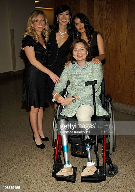 Lee Ann Womack Andrea Jung Chairman and CEO of Avon Products Inc Salma Hayek and Maj Tammy Duckworth