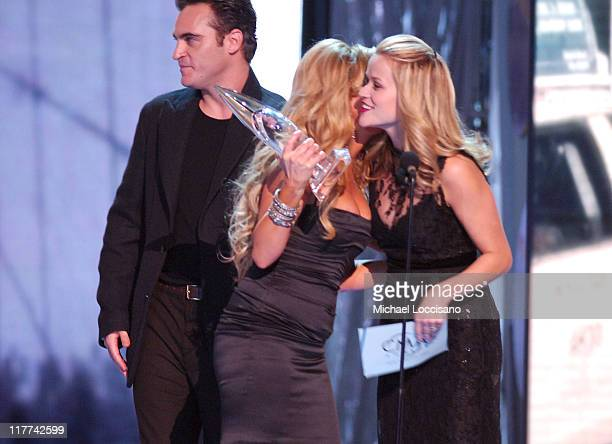 """Lee Ann Womack winner Single of the Year for """"I May Hate Myself in the Morning"""" with Joaquin Phoenix and Reese Witherspoon presenters"""