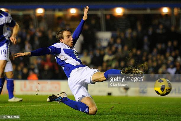 Lee Bowyer of Birmingham City scores the equalising goal during the Barclays Premier League match between Birmingham City and Manchester United at St...